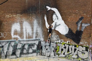 street-art-falling-man-2